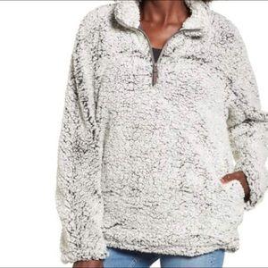 ⭐️ NWT Thread & Supply Fleece